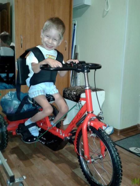 Чанышев Илья фото с велотренажером (2)