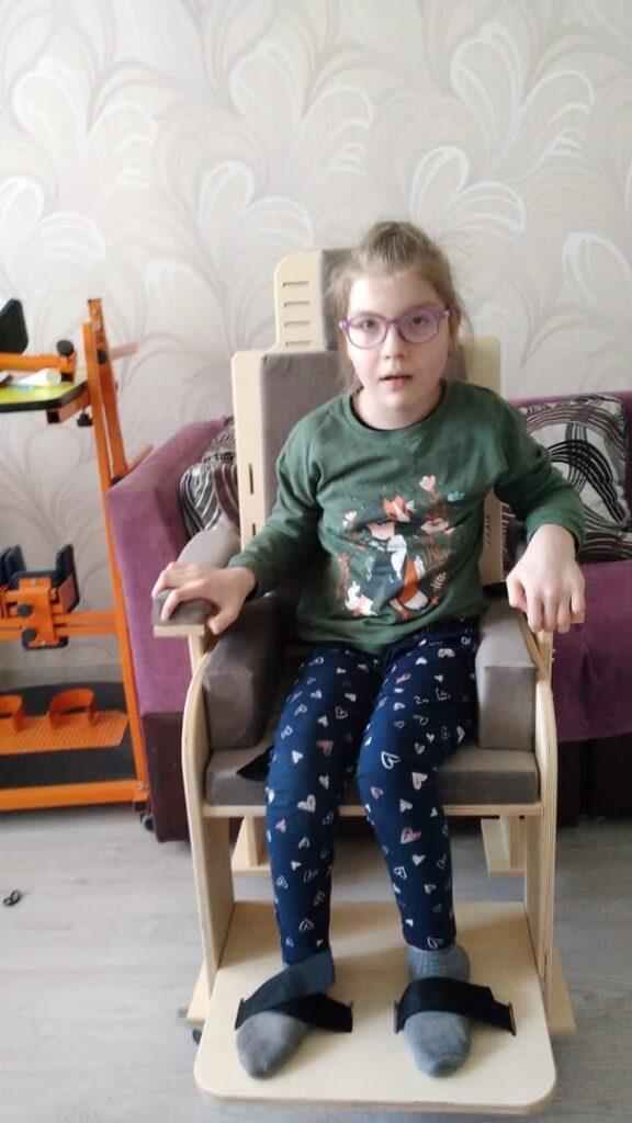 Парта для Яны и стул для Дины