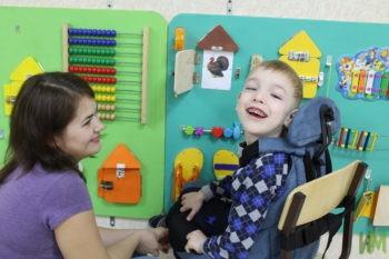 Гараев Дамир в детской комнате