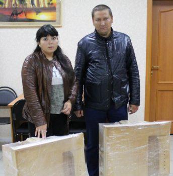 10 парт передано детям из Казани
