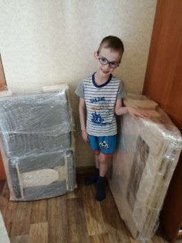 Маслов Марсель с новой партой и стулом