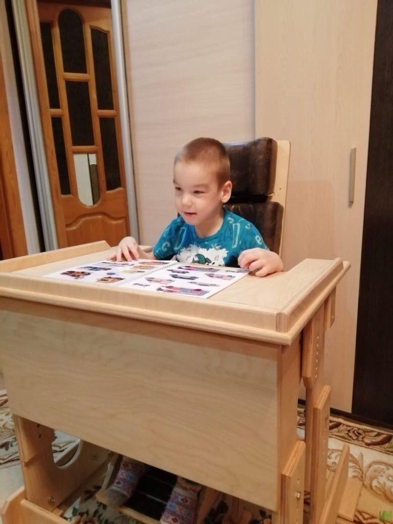 Стол-парты «Мечта» и специализированный стул для 3-х подопечных фонда