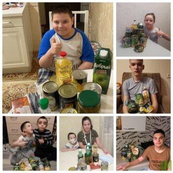 Дети с набором к новогоднему столу