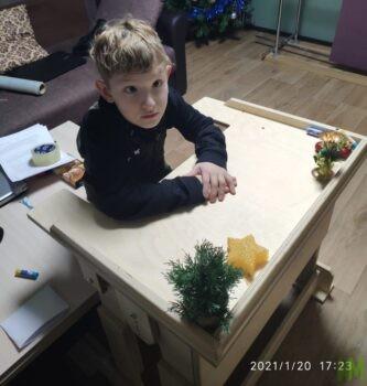 Назмеев Родион за новой партой
